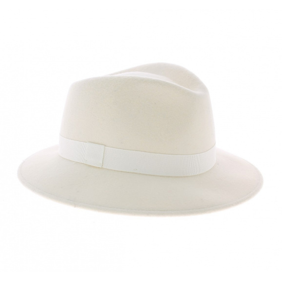 White traveller hat